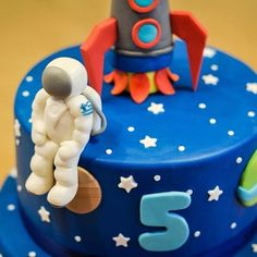 #Rocket #Space #Astronaut themed #BirthdayCake ! #see #feel #taste #love #customcake #fondant #sugarpaste #instabake #instacake #instagood #instacool #allidiastasi