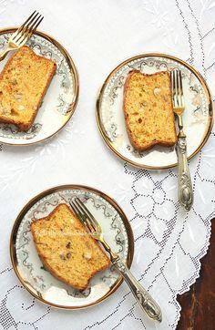 Cake aux carottes et aux noisettes by Una finestra di fronte, via Flickr