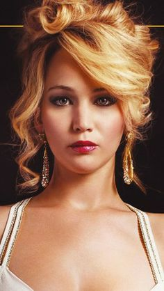 Jennifer Lawrence in American Hustle: she won a golden globe tonight how exciting! Loved her performance