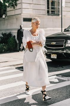 Street Style: The Best of NYFW Street Style Spring 2018 (Cool Chic Style Fashion) - new site Nyfw Street Style, Looks Street Style, Spring Street Style, Looks Style, Street Chic, New York Fashion, 90s Fashion, Spring Fashion, Fashion Looks