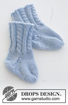 Celestina Socks / DROPS Baby - Knitted socks with cable pattern for babies. The piece is worked in DROPS BabyMerino. Celestina socks / DROPS baby - free knitting patterns by DROPS design Babys Baby Knitting Patterns, Loom Patterns, Baby Patterns, Crochet Patterns, Drops Design, Knitting Socks, Free Knitting, Knitted Baby Socks, Drops Baby Alpaca Silk