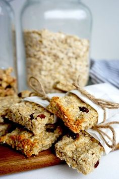 healthy snacks - Havrebar Recept Tasteline com Healthy Bars, Healthy Dessert Recipes, Healthy Baking, Raw Food Recipes, Baking Recipes, Healthy Snacks, Danish Food, Base Foods, Food Hacks