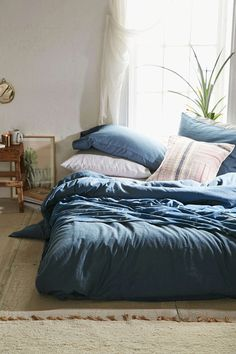 Bed On Floor w. Neutral Colors