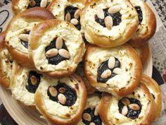 Kysnuté tvarohové koláče | Míniny recepty Bagel, Doughnut, Sushi, Bread, Cookies, Ethnic Recipes, Desserts, Food, Basket