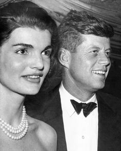 President John F. Kennedy and his wife First Lady Jaqueline..❤❤❤ ❤❤❤❤❤❤❤   http://en.wikipedia.org/wiki/John_F._Kennedy http://en.wikipedia.org/wiki/Jacqueline_Kennedy_Onassis