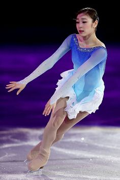 Figure Skating Queen YUNA KIM, so beautiful and graceful, love the ombre on the dress!