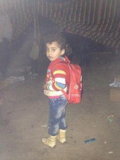 UNHCR Italia (UNHCRItalia) su Twitter Nour, 4anni, fuggita questa notte, ha usato lo zainetto per portar via le sue cose. Adesso è una rifugiata siriana. @And_Harper