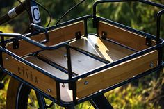 How to carry things in style: Civia Loring Rack Indoor Bike Rack, Bamboo Bicycle, Bicycle Panniers, Garage Bike, Retro Bike, Push Bikes, Fixed Gear Bike, Touring Bike, Bike Style