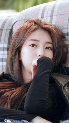 I think I am a bit more, but it is the best. If you want me, and a couple 😄😐😄😐😐😄😄😐😄😐😄😐😄 Bae Suzy, Korean Actresses, Korean Actors, Korean Beauty, Asian Beauty, Miss A Suzy, Cute Korean Girl, Poses, Korean Celebrities
