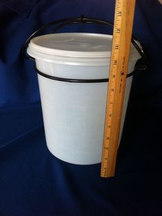Vintage Tupperware Giant Canister #255 36 cps 9 qts white/sheer W/Lid & Carolier