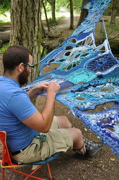 Freeform crochet or Yarn bombing?installing Mater Matrix Mother and Medium Commissioned with Seattle Public Utilities for Art Funds, and Administered by the Seattle Office of Arts & Cultural Affairs amazing land art, giant guerilla crochet art instal Freeform Crochet, Crochet Art, Irish Crochet, Crochet Stitches, Crochet Patterns, Bordados E Cia, Art Fund, Crochet Amigurumi, Yarn Bombing