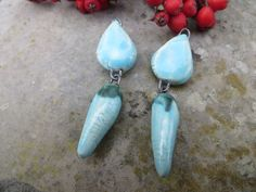 fr_2_breloques_articulees_createur_ceramique_fait_main_turquoise_opalescent_et_noir_unique_de_moo_