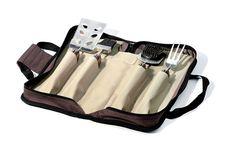 Mit demTour BBQ Set von Legnoart hat man die wichtigsten Grillwerkzeuge zusammen – ein Grill-Wender, dessen Seite sichauch als Messer verwenden lässt, Gabel, PinselundReinigungsbürste. Die vier...