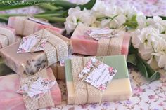 Detalles artesanales para bodas, jabones naturales Soap Wedding Favors, Rustic Wedding Favors, Wedding Favors For Guests, Wedding Gifts, Bridal Shower Gifts, Baby Shower Gifts, Craft Gifts, Diy Gifts, Soap Packing
