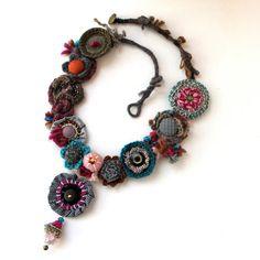 Anthímio. Statement fiber art necklace. Beautiful by GataValquiria