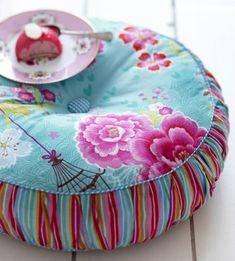 Pip Studio round cushion - Birds of Paradise green - Shabby Chic Cushions Sewing Pillows, Diy Pillows, Decorative Pillows, Floor Cushions, Pin Cushions, Pip Studio, Studio Bed, Handmade Home, Soft Furnishings