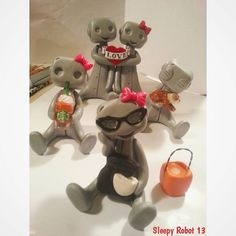 «Keeping busy... #robots #handmade #etsy #polyclay #polyform #cute #kawaii #sanrio #arttoys #designertoys #wip #polymerclay #sculpey #sculpture #ROBOTARMY…»