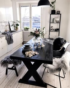 picnic table kitchen table with ship lap floor Home Interior, Interior Design Living Room, Interior Decorating, Build A Picnic Table, Picnic Tables, Diy Home Decor, Room Decor, Table Design, My New Room