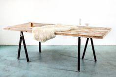 Massive Tischplatte aus aufgearbeiteten Bauholz! Maße: 180x96cm Wir bieten individuelle Up-Cycle Design Möbel aus recyceltem Bauholz-Material. Absolute Unikate! Jedes Möbel eine...