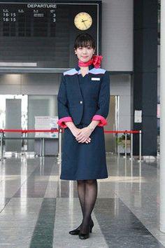 【日本】アイベックスエアラインズ客室乗務員/IBEX Airlines Cabin crew【Japan】 Airline Uniforms, Staff Uniforms, Airline Cabin Crew, Airline Flights, Civil Aviation, Flight Attendant, High Class, Skirt Suit, Silk Scarves