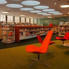 De visita a la @bibliolloret amb @clermontanna per recollir el premi de #estiubibliolloret #bibliolloret #biblioteca #visitlloret #tta Foto: @daniprados