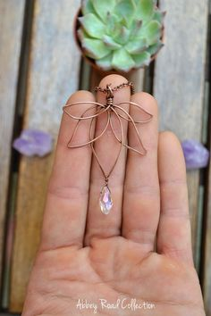 Coolest DIY Jewellery Ideas For Anyone Diy Jewellery DIYs for Creatives DIY Bracelet homemade jewelry diy necklaces diy earrings - Wire Jewelry Diy Jewelry To Sell, Diy Jewelry Making, Jewelry Crafts, Diy Jewelry Gifts, Selling Jewelry, Diy Jewelry Necklace, Diy Earrings, Beaded Jewelry, Jewellery Box