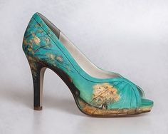 Hand-Painted heels based on the Post-Imprssionist style! If only they weren't $645 a pair... Holy crow. Way outside my budget.