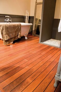 Quick-Step Laminate Flooring -  Lagune 'Merbau, shipdeck' (UR1032) in a country bathroom. To find more bathroom inspiration, visit our website: https://www.quick-step.co.uk/en-gb/room-types/choose-the-perfect-bathroom-flooring #salledebains #badkamer