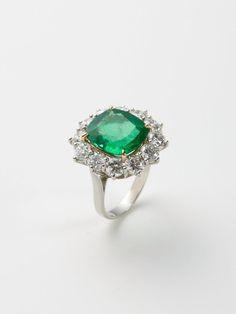 CUSHION CUT EMERALD & DIAMOND PLATINUM RING
