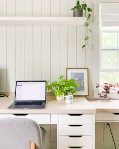 I'm sharing a few of my favorite desks with drawers, to make your home office both functional and in style. I included a range of options such as under $100, or $100+; as well as small desk options and what's best for computer desks. Bureau Alex Ikea, Ikea Alex Desk, Ikea Alex Drawers, Desk With Drawers, Multipurpose Guest Room, Tall Kitchen Cabinets, Guest Room Office, Best Desk, Home Desk