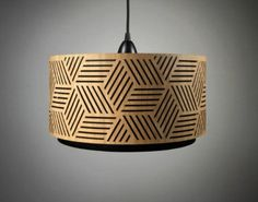 abat-jour en bois perforé de motifs géométriques
