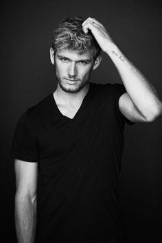 Alex Pettyfer. This man. Perfection. Mmm.