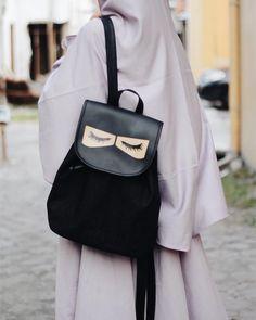 URBAN SUNNAH Niqabie Denim Backpack.. urbansunnah.order@gmail.com Hijab Niqab, Hijab Chic, Mode Hijab, Denim Backpack, Leather Backpack, Fashion Backpack, Girly Pictures, Ootd Fashion, Muslim