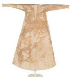 Camisa de Doña Teresa Gil, 1307. Expuesto en el Monasterio de Sacti Spiritus el Real, Toro, Zamora. Imagen obtenida del trabajo de Amalia Descalzo