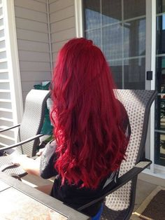 Dye your hair simple & easy to candy apple hair color - temporarily use pale red hair dye to achieve brilliant results! DIY your hair strawberry blonde with hair chalk Pink Hair Dye, Dye My Hair, Red Hair Color, New Hair, Hair Colors, Color Red, Purple Hair, Red Velvet Hair Color, Red Purple