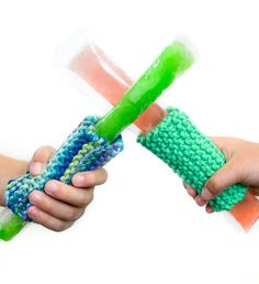 Free Knitting Pattern for Freezer Pop Cozy - Great beginner pattern and kid project. This easy and q Beginner Knitting Patterns, Sweater Knitting Patterns, Knitting For Kids, Knitting For Beginners, Knit Patterns, Knitting Projects, Knitting Ideas, Crochet Projects, Finger Knitting