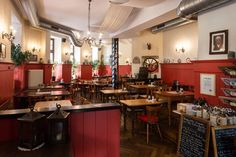 Klinglwirt is Munich's first organic tavern! When you eat here, you can enjoy both organic and vegetarian Bavarian cuisine in a quaint and casual atmosphere. Bio Restaurant, Organic Restaurant, Slow Food, Munich Food, Organic Meat, Vegetarian Recipes, Restaurants, Drink, Casual