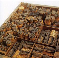 DIY/Repurposed :: wine cork stamps for artists' journals & sketchbooks. I have a rather large cork collection. Diy Projects To Try, Craft Projects, Craft Ideas, Fun Crafts, Arts And Crafts, Stamp Carving, Cork Art, Wine Cork Crafts, Decoupage