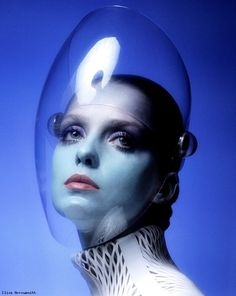 Donna Mitchell - Photographed by Clive Arrowsmith for Vogue - 1970 Art Pulp, Arte Fashion, Dolly Fashion, Metal Fashion, Fashion Fashion, Fashion Beauty, Vintage Fashion, Space Girl, Space Age