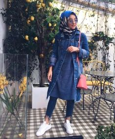Oversized jean jacket hijab-Casual winter hijab looks – Just Trendy Girls Stylish Hijab, Hijab Casual, Hijab Outfit, Abaya Fashion, Modest Fashion, Chic Outfits, Fashion Outfits, Modest Outfits, Style Fashion