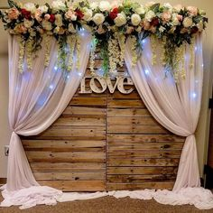 37 Extraordinary decoration ideas for the wedding background - Wohnzimmer ideen wohnung - Hochzeit Background Decoration, Backdrop Decorations, Backdrop Ideas, Rustic Backdrop, Pallet Backdrop, Wedding Centerpieces, Wedding Table, Wedding Decorations, Party Wedding