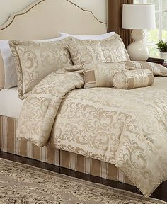 This is a very beautiful queen size bedding set from Macy's.