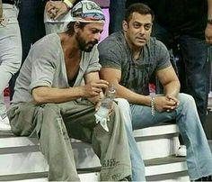 Salman Khan and Shahrukh Khan Salman Katrina, Salman Khan Wallpapers, Shahrukh Khan And Kajol, Richest Actors, Salman Khan Photo, Sajid Khan, Best Hero, King Of Hearts, Handsome Actors