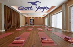 Namaste bei CORI - YOGA Yogaschule Insel Usedom in Trassenheide - hier könnt ihr alles von Yoga, Pilates & Qi Gong zu TaiChi und noch mehr trainieren - unsere Empfehlung der Woche! Egal ob Anfänger oder Fortgeschrittene/r, Urlauber oder Einheimische/r - alle Stunden sind offen und das notwendige Equipment findet ihr vor Ort. Yoga Pilates, Qi Gong, Namaste, Basketball Court, Don't Care, Island, Vacation