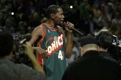 Warriors  Kevin Durant dazzles in return to Seattle 9111e1d6c