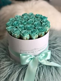 rosebox The Rose Company London Diy Father's Day Gifts, Father's Day Diy, Fathers Day Gifts, Verde Tiffany, Wedding Bouquets, Wedding Flowers, Floral Cake, Mint Color, Flower Basket