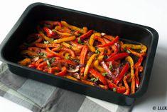 In het vorige recept kon je al lezen hoe ik die heerlijke chorizo gehaktballetjes maakte. Nou is chorizo een vrij uitgesproken smaak waar niet alles bij past. Om die reden leek het me wel lekker om er wat geroosterde groente uit de oven bij te doen. Geroosterde paprika om precies te zijn. Iets waar je… Cooking Recipes, Healthy Recipes, Healthy Food, Ratatouille, Green Beans, Tapas, Bbq, Food Porn, Good Food