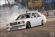 Drifting Mercedes Benz 190E