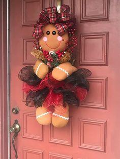 Best 12 Gingerbread Girl Wreath Christmas Wreath by EnchantedbyRenee on Etsy – SkillOfKing. Gingerbread Christmas Decor, Gingerbread Crafts, Gingerbread Decorations, Felt Christmas Decorations, Christmas Crafts, Christmas Ornaments, Etsy Christmas, Santa Crafts, Nutcracker Christmas