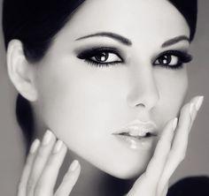 Wow how beautiful.Those eyes ! Beautiful Eyes, Beautiful People, Beautiful Women, Beauty Makeup, Hair Makeup, Hair Beauty, Angels Beauty, Beauty Photography, White Photography